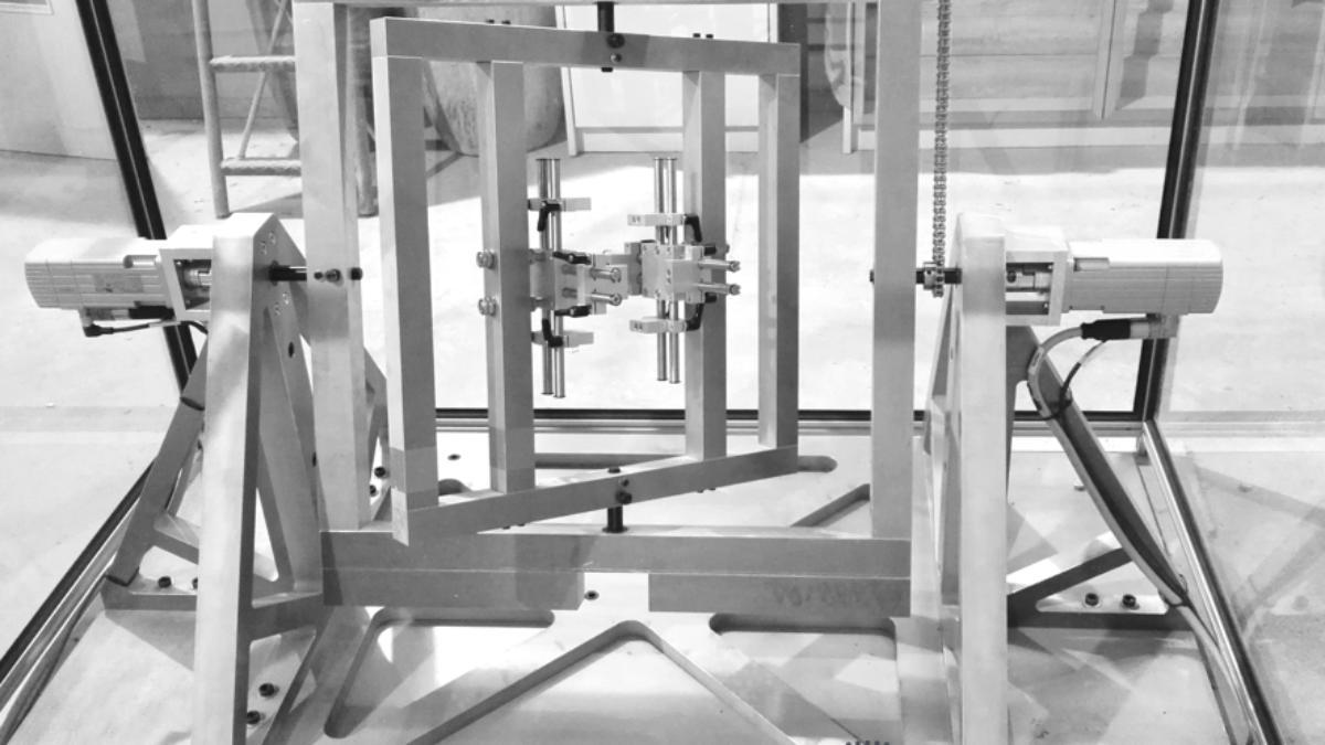 Prototype of a centrifuge Prototype for automated construction of hollow body elements from concrete through biaxial rotation. (c)