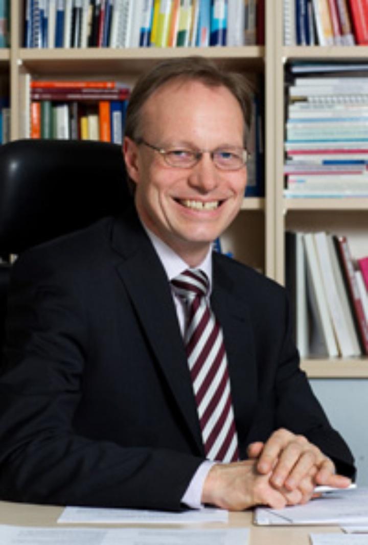 Prof. Dr.-Ing. O. Sawodny (c)