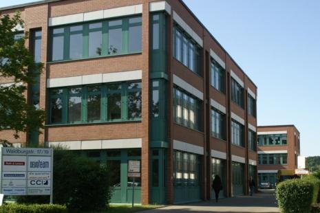 Das Bürogebäude, in dem sich das ISYS befindet.